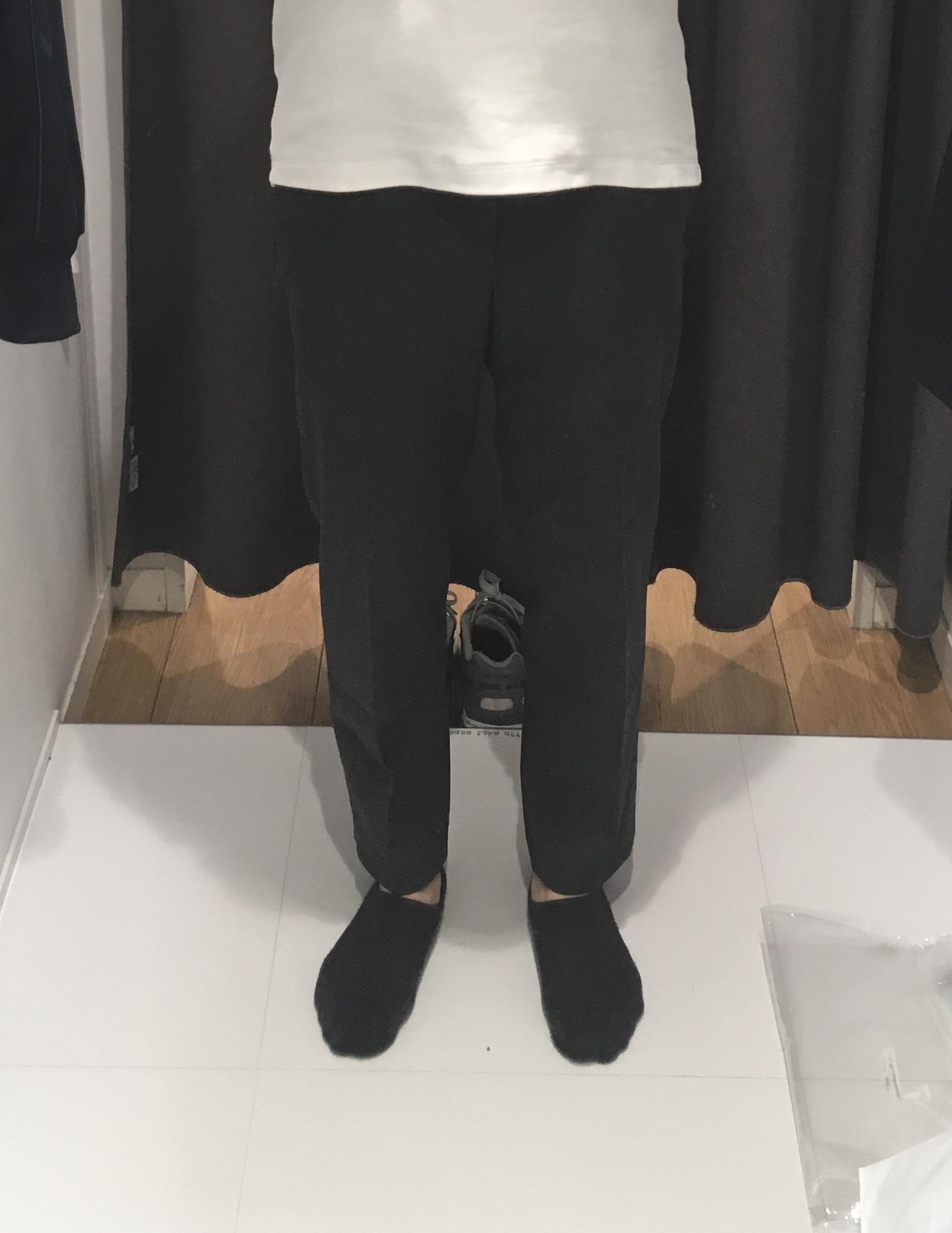 イージーアンクルパンツの着用写真