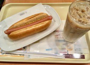ドトールのジャーマンドックとアイス豆乳ラテ
