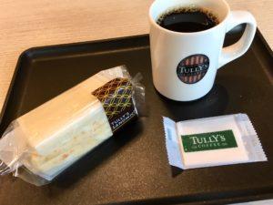 タリーズのオリジナルエッグサラダサンドとブラックコーヒー