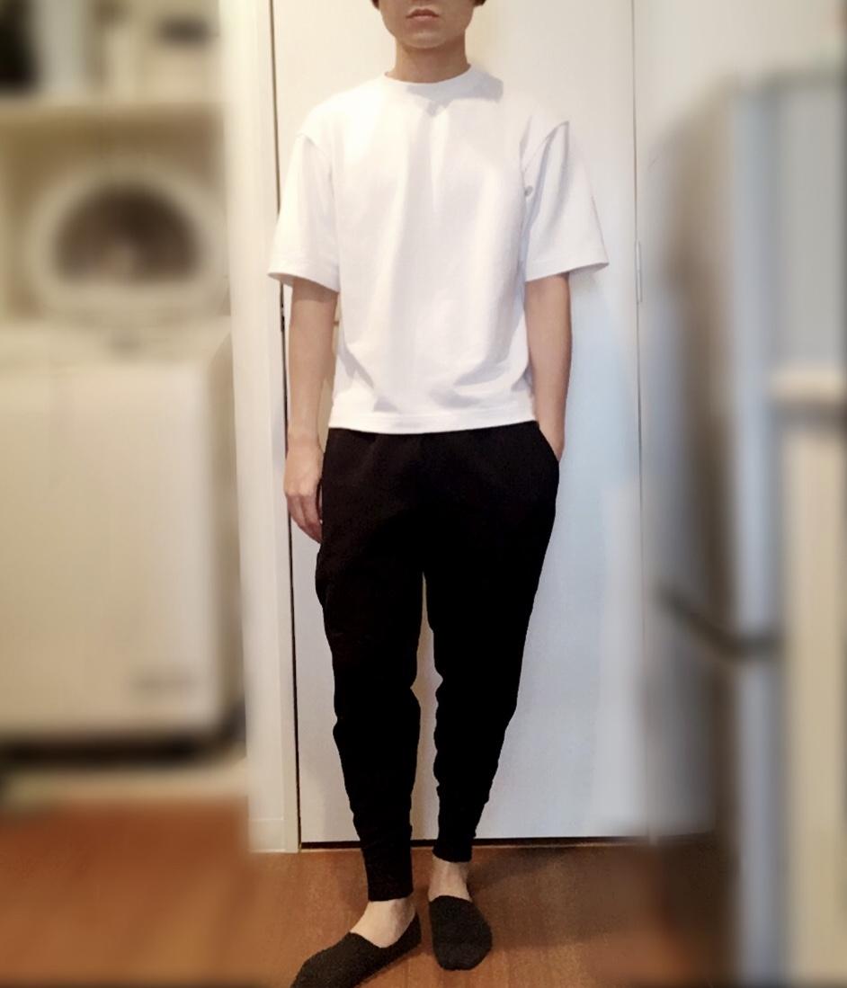 ユニクロUのエアリズムコットンオーバーサイズTシャツ(5分袖)の着用写真